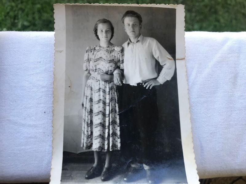 На фото тетя Дина, которая работала фельдшером в деревни, рядом ее муж, который был заведующий клубом.