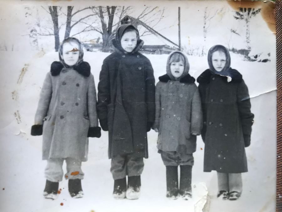 Дети в Деревне Сурки