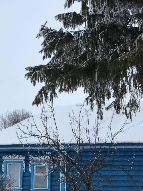Снег в деревне Сурки